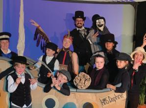 Busy Buttons perform puppet show at Windsor Fringe