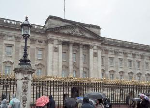 POLL: Should the taxpayer pay for the £369m refurbishment of Buckingham Palace?